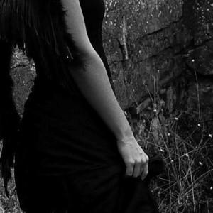 La vida en negro. Rosa Ribas. Revista Fiat Lux. (2)